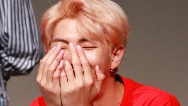 RM (BTS) và lần bị 'ăn bơ' vô cùng đáng yêu khiến ARMY phải 'share lia lịa'