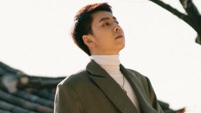 Rapper Osad khoe vẻ đẹp nam thần trên đường phố Seoul, hé lộ sản phẩm âm nhạc mới