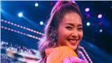 Khả Ngân tự tin hát live trên sân khấu debut với vai trò ca sĩ