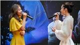 Khả Ngân gây náo loạn đường sách vì nhan sắc rực rỡ cùng màn live ngẫu hứng với Juky San và Đức Trí