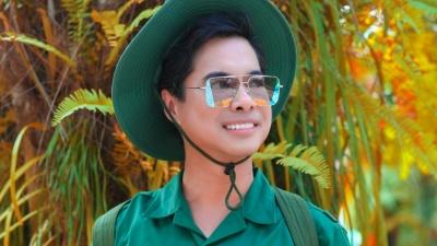 Ngọc Sơn được khán giả vây kín xin chụp ảnh cùng khi hóa thân người lính quay MV tại Tây Ninh