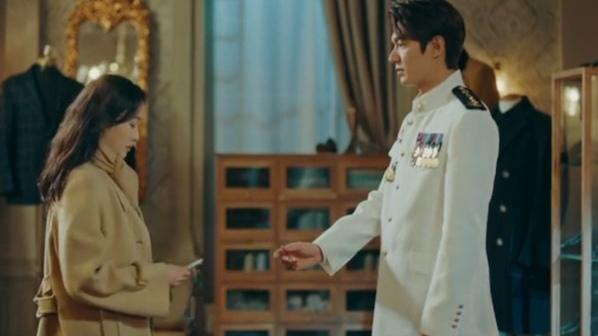 'Quân vương bất diệt' tập 6: Chiến tranh bùng nổ buộc Lee Min Ho phải chia tay Kim Go Eun?