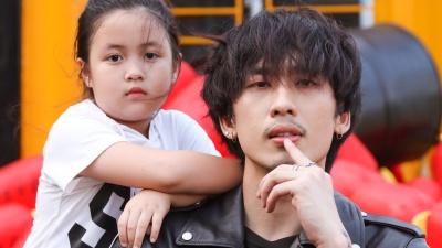 Tuấn Trần tình cảm cùng 'con gái' Ngân Chi trong bộ ảnh mừng Quốc tế thiếu nhi