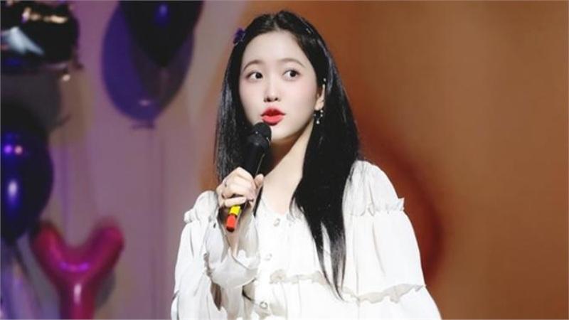 Trân trọng giới thiệu: 'Trùm ngoại giao' của Kpop, không-ai-khác chính là - Yeri (Red Velvet)!
