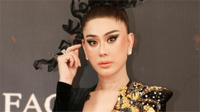 Lâm Khánh Chi đeo trang sức 50 tỷ đồng,lần đầu catwalk thị phạm cho thí sinh