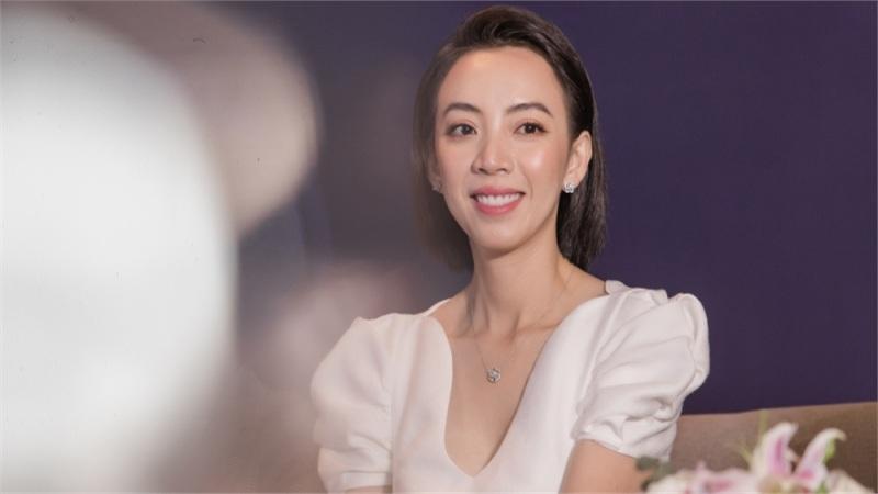 Thu Trang cười ngất khi bị Kiều Minh Tuấn chọc ghẹo chuyện ghen với Tiến Luật