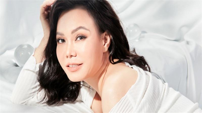 Việt Hương tung hình ảnh mới lạ trước khi phát hành web drama 'Yêu lại từ đầu'