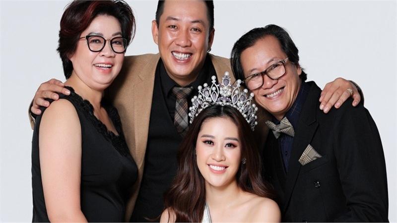 Hoa hậu Khánh Vân tiết lộ về gia đình thông qua bộ ảnh đặc biệt