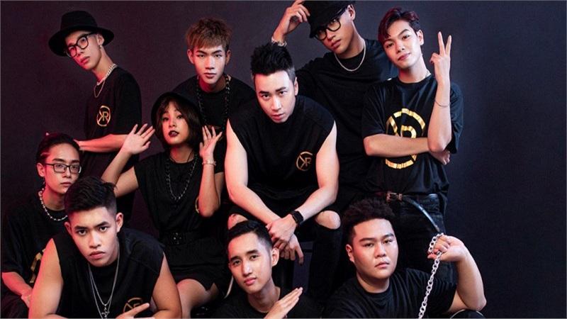 Sau Binz, Karik cũng tung bộ ảnh khoe đội hình cực chất tại 'Rap Việt'