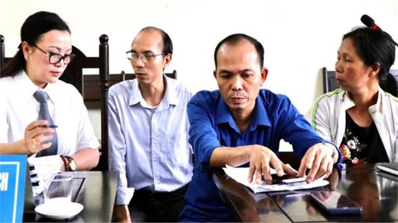Ba mẹ con 28 năm mang án oan hại chồng, giết cha miễn cưỡng chấp nhận 5,7 tỷ đồng bồi thường