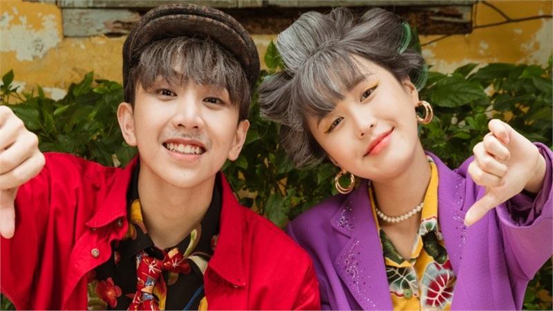 Han Sara - Tùng Maru khiến fan té ngửa trước tạo hình già nua trong sản phẩm comeback