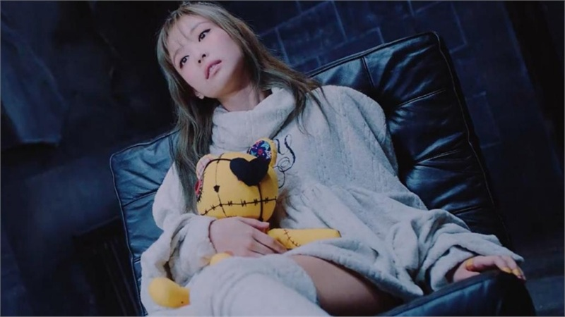 Xem ngay MV Lovesick Girls phiên bản đã-chỉnh-sửa: Cắt bỏ phân cảnh y tá phản cảm, chỉ còn lại bệnh nhân Jennie ôm gấu diễn sâu