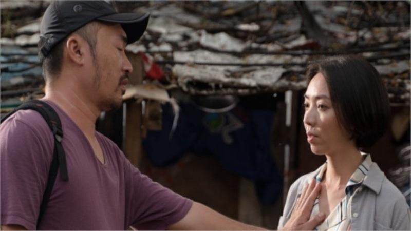 Thu Trang - Tiến Luật tung trailer 'Chuyện xóm tui', mở đầu đã có cảnh sàm sỡ