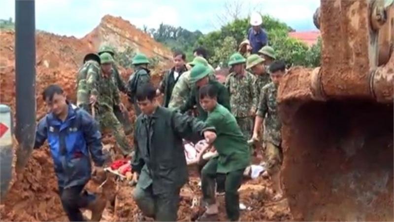 Vụ sạt lở đất ở Quảng Trị: Bộ Quốc phòng điều 2 trực thăng, nỗ lực tìm kiếm 8 người còn lại