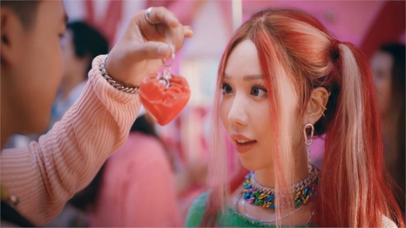 Min tung teaser với tiếng nhạc căng thẳng, sẽ là một 'cuộc chiến tình yêu' đầy dramatrong MV mới?