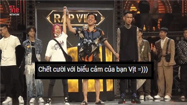 Chết cười với biểu cảm của dàn rapper khi Tlinh được xướng tên 'Nữ Quán quân đầu tiên của Rap Việt'