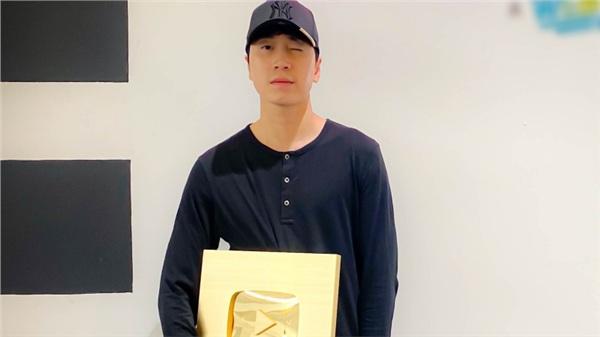 Sau Rap Việt 'cực hot', Karik nhận nút vàng YouTube