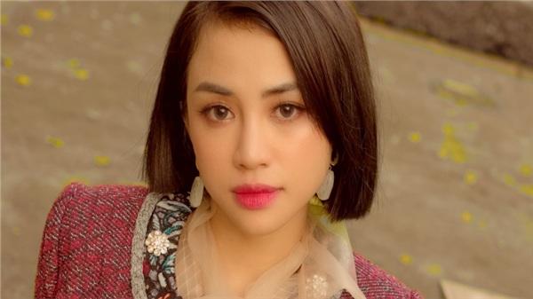 Thiên Nga hóa 'nàng thơ' thanh lịch cùng nhan sắc và thần thái 'đỉnh cao'