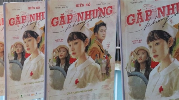 Chơi lớn như Sơn Tùng, Binz, Hiền Hồ phủ kín hình ảnh MV mới trên xe buýt cùng loạt billboard lớn