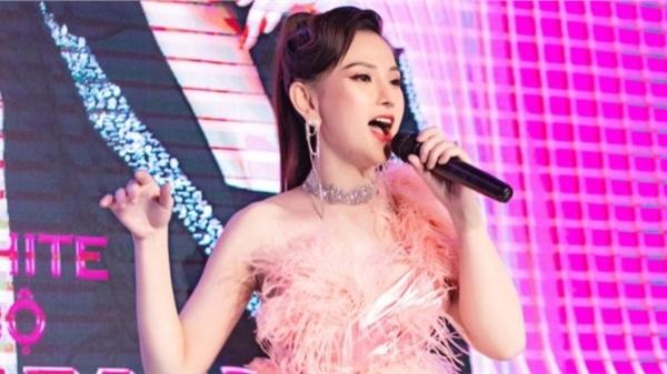 Sau 2 tháng sinh con, Thu Thủy tái xuất ấn tượng trên sân khấu