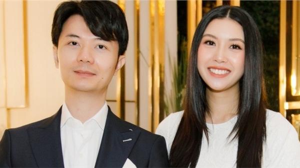Á hậu Thúy Vân được chồng hộ tống dự sự kiện chỉ một tháng sau sinh