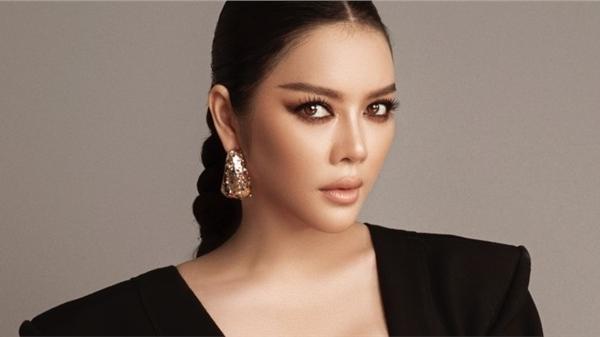 Lý Nhã Kỳ sexy hết cỡ trong BST mới của NTK Long Ng tại Tuần lễ thời trang Quốc tế Việt Nam