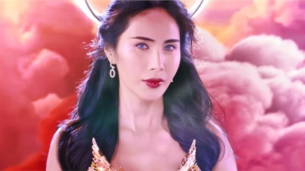 Thủy Tiên hoá 'yêu nữ', đẹp ma mị trong MV với loạt thiết kế của Nguyễn Tiến Truyển