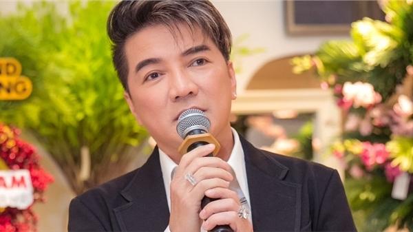 Không chỉ trình diễn, Mr Đàm còn lần đầu trổ tài làm MC trong sự kiện