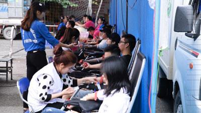Hàng nghìn bạn trẻ nô nức hiến máu trong ngày hội Dòng máu lạc hồng
