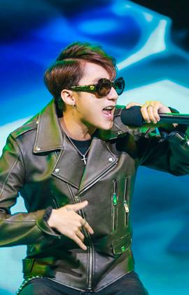 Vừa tung MV mới, Sơn Tùng đã quẩy cực sung với hàng nghìn khán giả tại Hà Nội