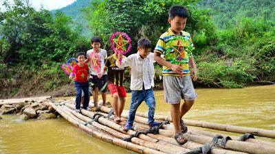 Hành trình Trung thu trên mây: Mang yêu thương đến với trẻ em nghèo Hòa Bình