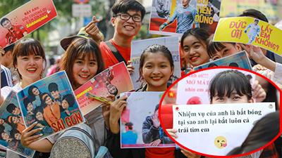 CĐV Sài Gòn đón U23 Việt Nam với loạt sticker cực lầy lội