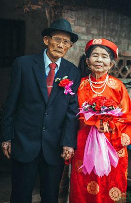 Đám cưới kim cương của 'ông bà anh' bên nhau 60 năm khiến dân mạng xúc động