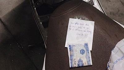 Lấy áo mưa của người lạ và để lại 5000 đồng vì 'đã qua sử dụng'