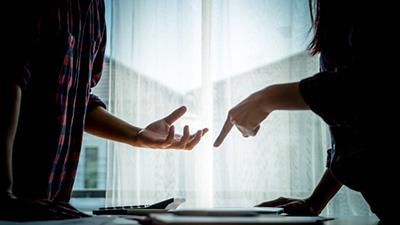 Khoa học chứng minh: Các cặp đôi càng có vẻ yên bình càng dễ chia tay sớm hơn