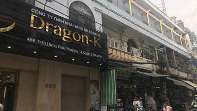Tụ điểm karaoke có bé gái 13 tuổi ăn mặc thiếu vải tiếp khách ở Sài Gòn: Ban ngày 'án binh', đêm xuống nườm nượp khách Vip ra vào