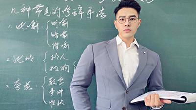 Thầy giáo có vẻ ngoài tựa nam thần điện ảnh làm cộng đồng mạng muốn 'đổ xô' đến trường