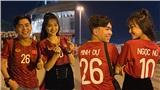 Minh Dự, Ngọc Nữ sánh đôi đến sân Mỹ Đình cổ vũ cho đội tuyển Việt Nam