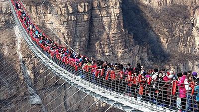 Trung Quốc đóng cửa hàng loạt công trình cầu kính nổi tiếng vì thiếu an toàn