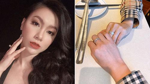 MC Minh Hà hạnh phúc bất ngờ khoe nhẫn kim cương đôi sau tin đồn chia tay Chí Nhân, được bạn thân bình luận 'Tay người yêu Hà đấy'