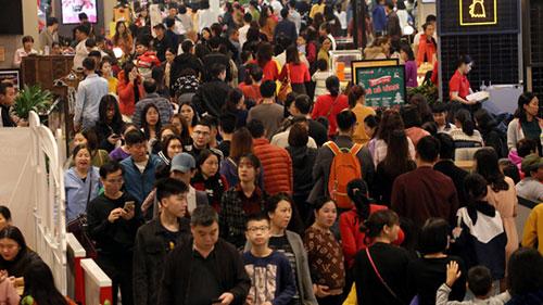 Dù nghỉ Tết Dương 1 ngày, nhưng người Hà Nội kéo đến siêu thị đông không tưởng