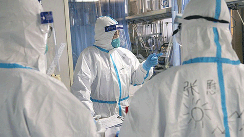Viêm phổi do virus corono hoành hành: Bác sĩ mặc bỉm, tay trắng bệch vì điều trị cho bệnh nhân