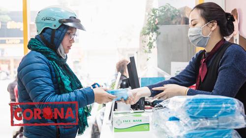Phát khẩu trang miễn phí cho người dân tại Hà Nội - tấm lòng thơm thảo giữa đại dịch toàn cầu