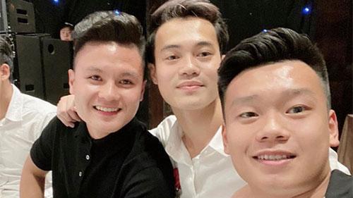 Chứng kiến lễ cưới hoành tráng của Duy Mạnh – Quỳnh Anh, đồng đội bỗng nhiên chạnh lòng?