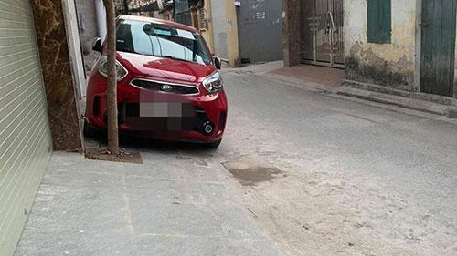 Tài xế đỗ xe chắn trước cửa nhà người khác nhưng mảnh giấy mà chủ xe để lại khiến chủ nhà chẳng thể nổi giận