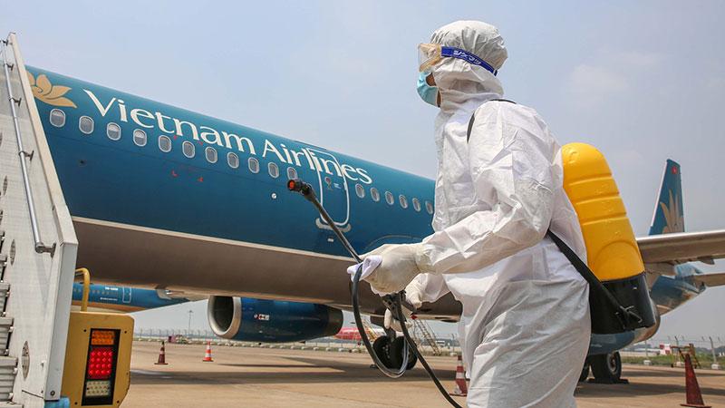 Nữ tiếp viên hàng không dương tính với Covid-19 đã chủ động cách ly khi về đến Hà Nội