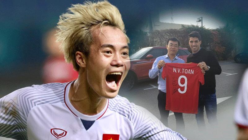 Đang chán vì Covid-19, Văn Toàn 'sướng rơn' khi được siêu sao thế giới ký tặng vào áo đội tuyển Việt Nam