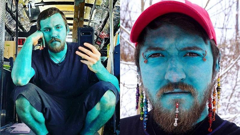 Chàng trai xăm toàn bộ cơ thể màu xanh khiến mọi người lầm tưởng là Xì-trum