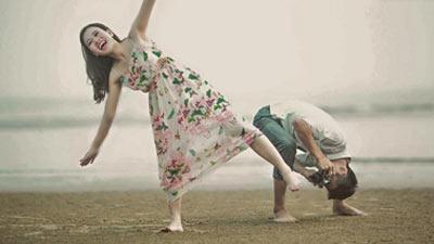 Chuyện tình cực 'nhây' của cặp đôi 'đũa lệch': Chàng như siêu mẫu, nàng 'mét bẻ đôi'