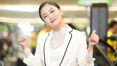 Văn Mai Hương đẹp dịu dàng với váy trắng tinh khôi